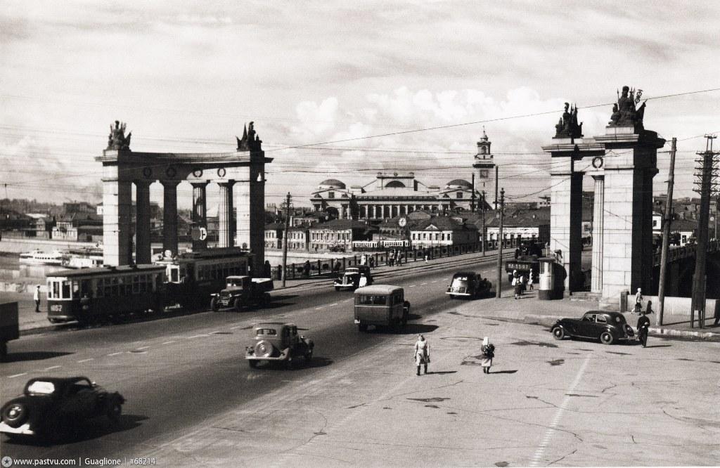 Бородинский мост и старая застройка близ Киевского вокзала