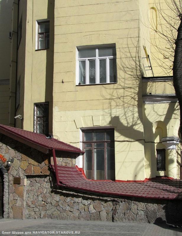 Бывший храм во имя св. Апостола Матфея на 1-й Мещанской ул. 43 в доме Кузнецова (ныне Просп. Мира).