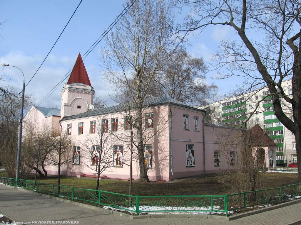 Бывший храм Покрова Превятой Богородицы (ныне Детский театр на территории Таганского парка). Строился по заказу братьев Рябушинских и, после открытия в 1906 г., принадлежал Каринкинской общине старообрядцев.