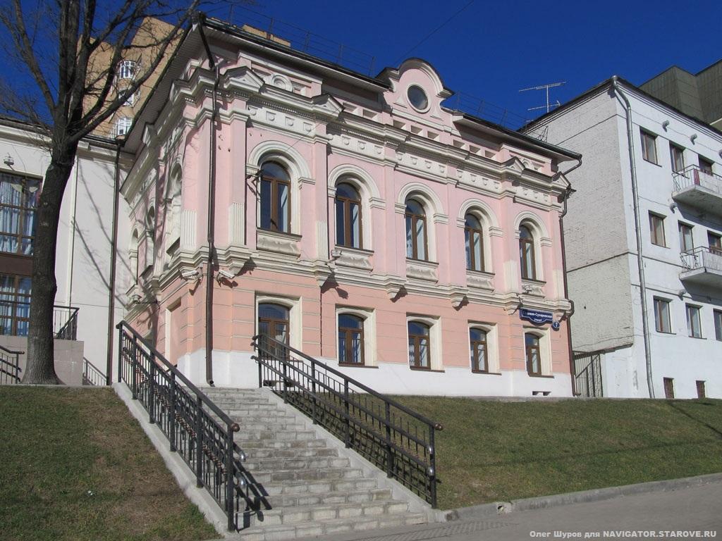 Бывшая домовая церковь во имя св. Николы Чудотворца была в доме Храпуновой (ул. Садовая-Сухаревская, д. 7).