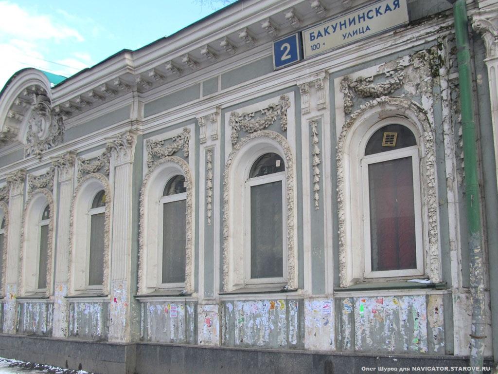 Дом Рахманова (ул. Бакунинская, д. 2) со старообрядческой моленной во имя Покрова Пресвятой Богородицы.
