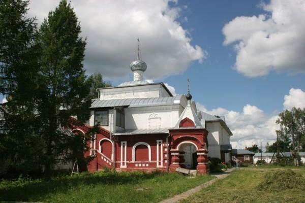 Надвратная Троицкая церковь Николо-Улейминский монастыря