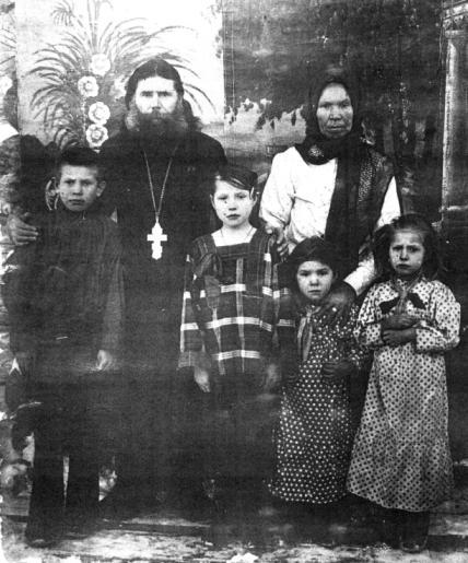 Отец  Симеон Антонов со своей семьей
