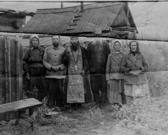 Священноинок Евсевий Самарцев с христианами общины