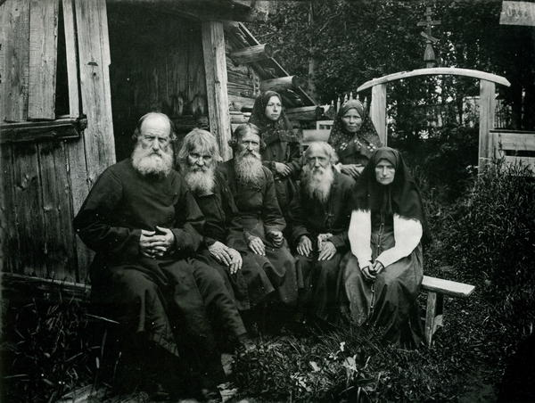 Староверы в Шарпанском скиту (фотография 1897 года)