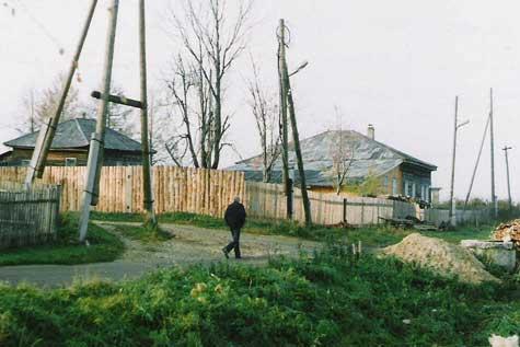 Омутнинск, 2003 г., Место (в центре) по ул. Калинина (бывшая Забоярка), где находился первый молельный дом Белокриницкой общины.
