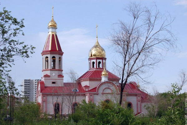 Храм во имя св. чудотворцев Косьмы и Дамиана. Оренбург