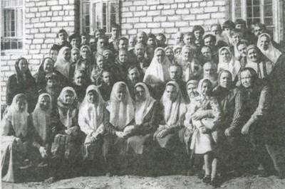 1984 год. Сызранские христиане и их гости у освященного храма